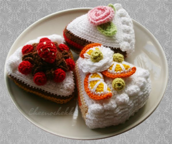 Free Pattern: To Russia with Love Bear   Ganchillo amigurumi, Patrones  amigurumi, Amigurumis patrones gratis   503x600